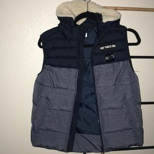 Kids zip up puffer vest